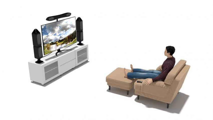 Imagem mostra o desenho de uma pessoa sentada em uma poltrona assistindo à TV.