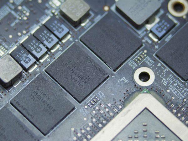 Imagem mostra placa de memória RAM.