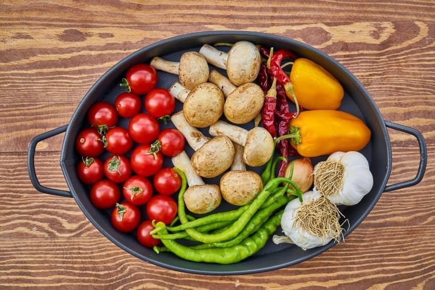 Caçarola com legumes e verduras.