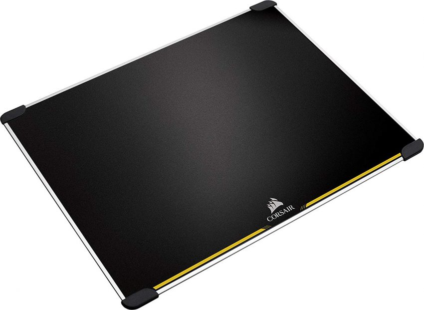 Imagem mostra mouse pad em fundo branco.