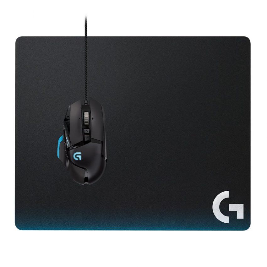 Imagem mostra mouse mouse pad no fundo branco.