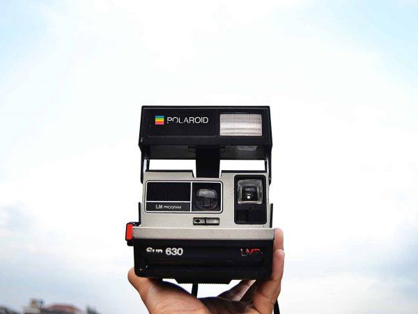 Modelo retrô de uma Câmera instantânea Polaroid