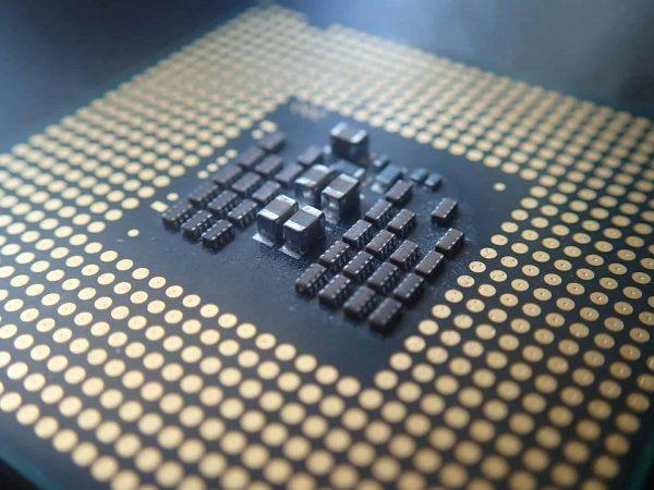 Imagem mostra processador de computador, também denominado CPU.