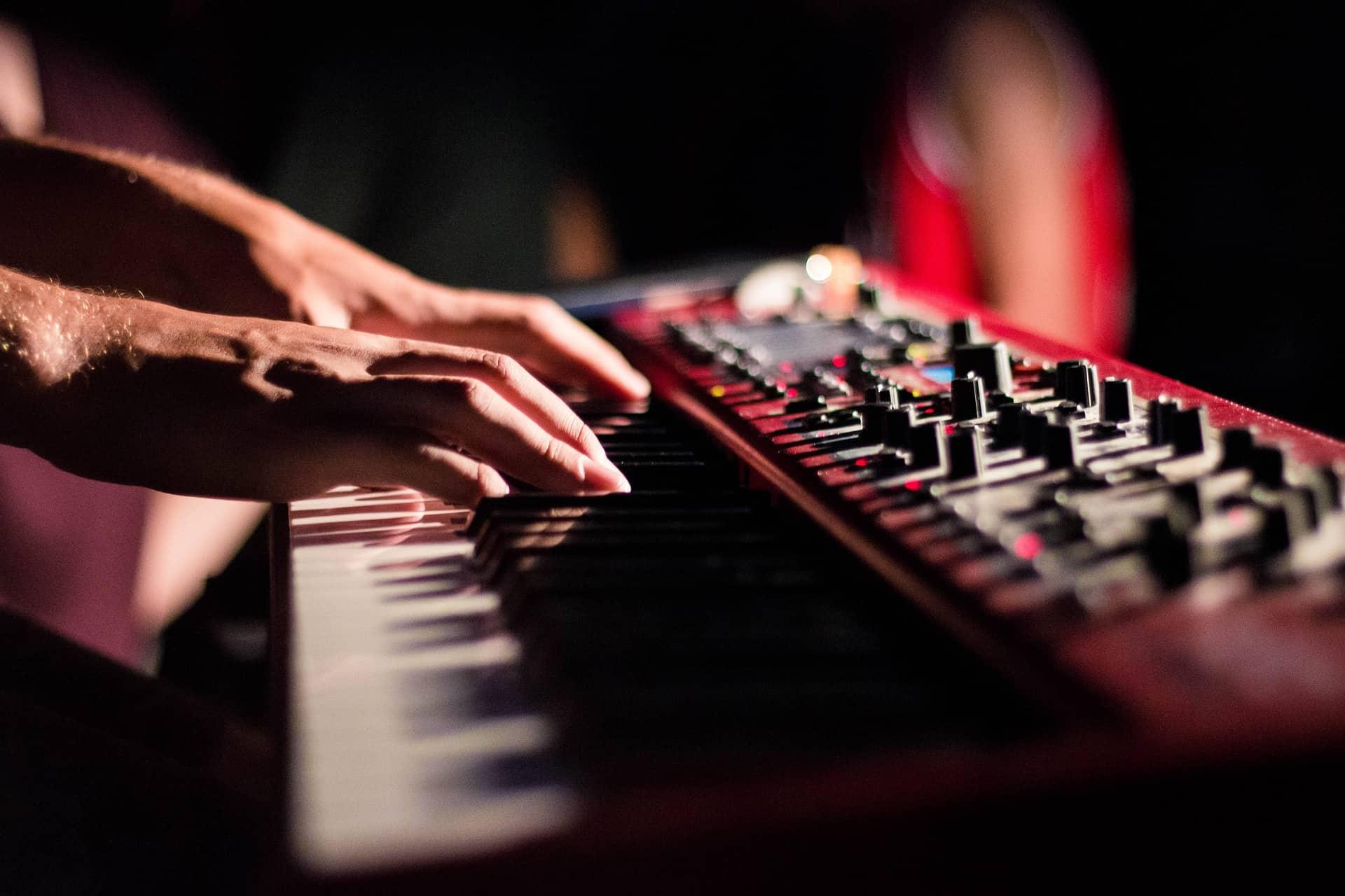 Teclado musical: Como escolher o melhor em 2020