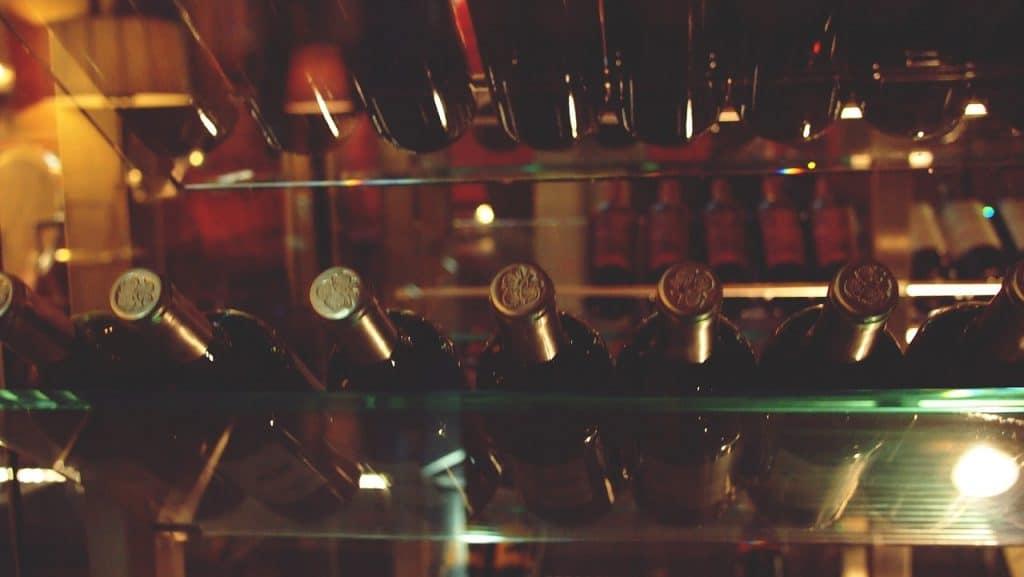 Vinhos em uma adega