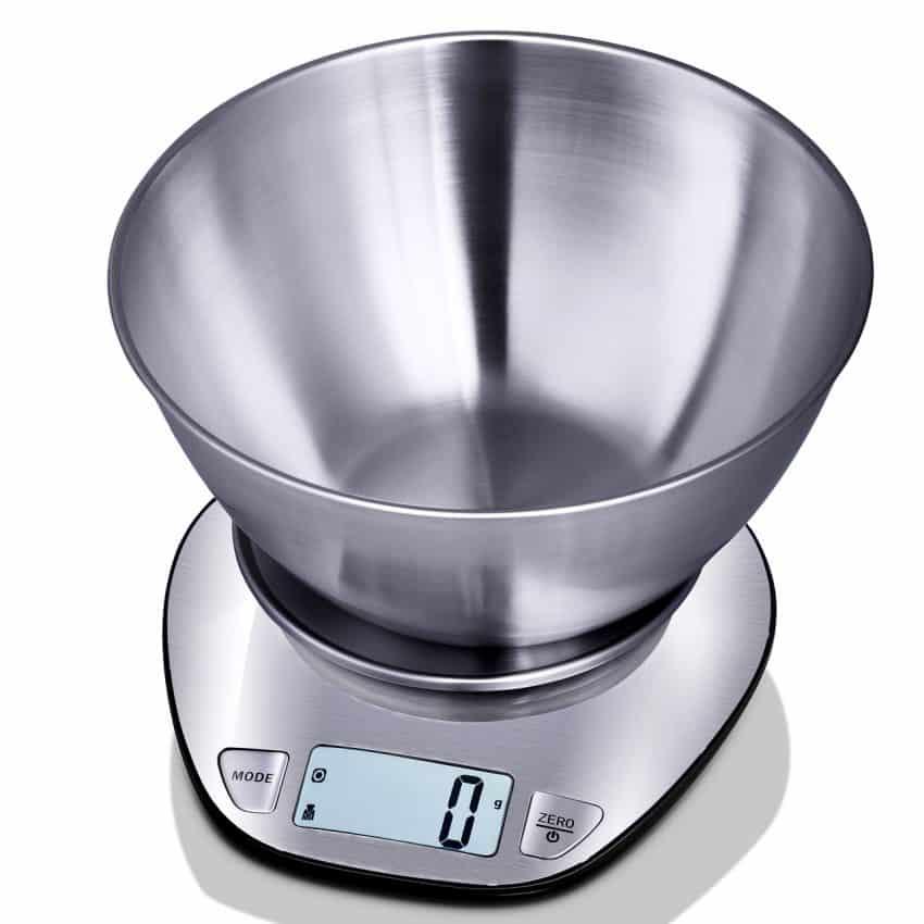 Imagem mostra uma balança de cozinha com tigela acoplada.