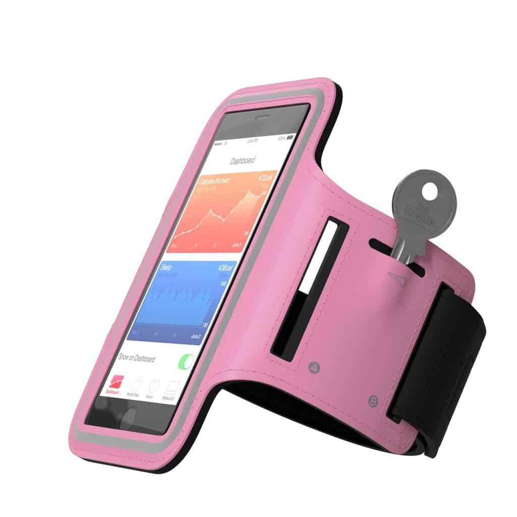 Braçadeira para celular na cor rosa, com proteção de tela transparente.