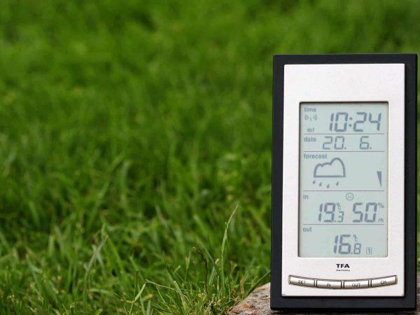 Imagem de uma estação meteorológica de uso doméstico.