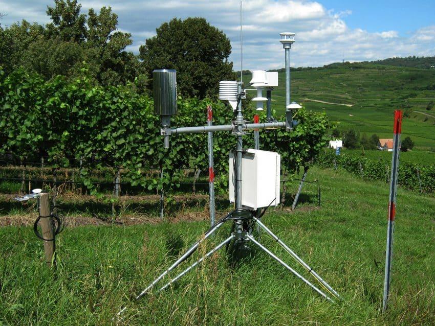 Imagem de uma estação meteorológica convencional.