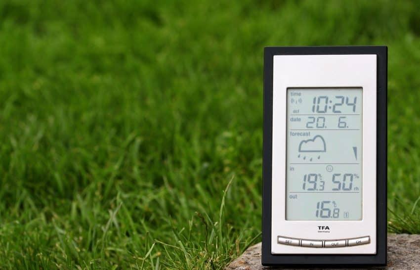 Imagem de uma estação meteorológica portátil.
