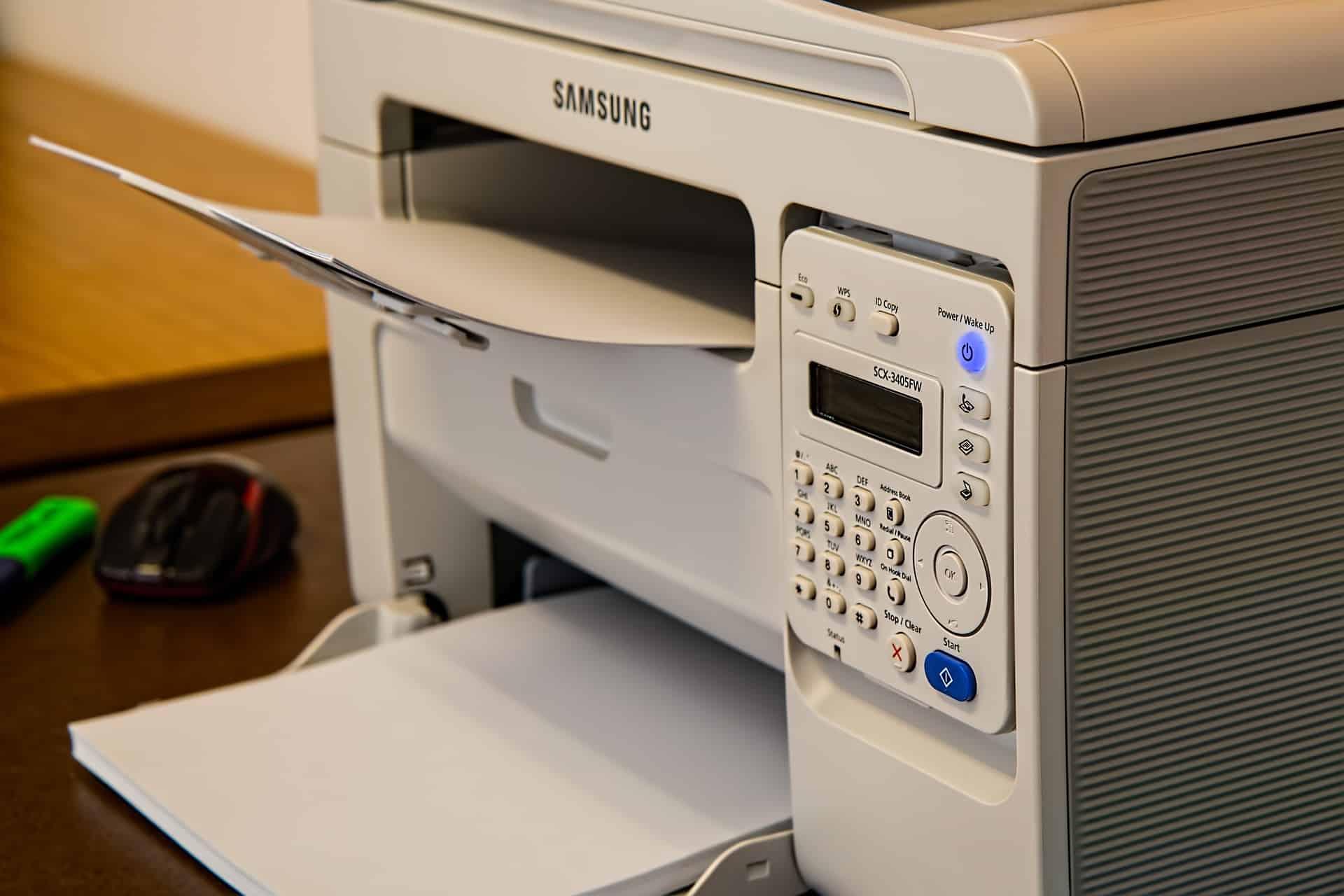 Imagem mostra uma impressora Samsung.