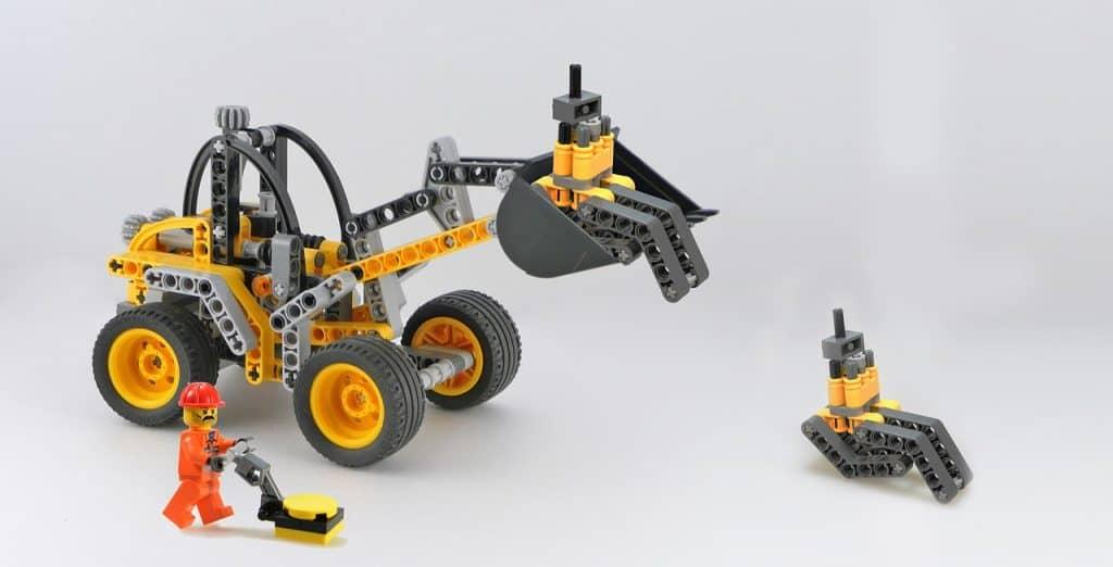 Imagem de um brinquedo LEGO de máquinas usadas na construção civil