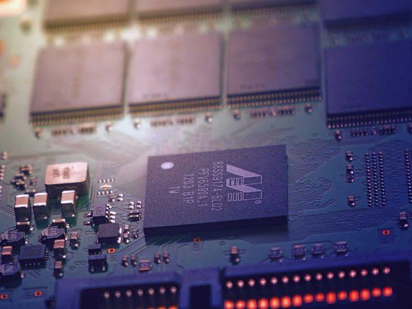 Imagem da parte interna de uma CPU.