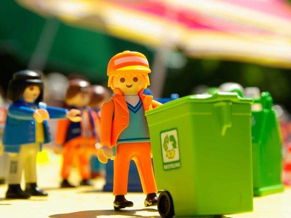 Imagem de uma mini figura de Playmobil.