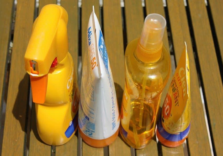Imagem de vários tipos de protetores solares.