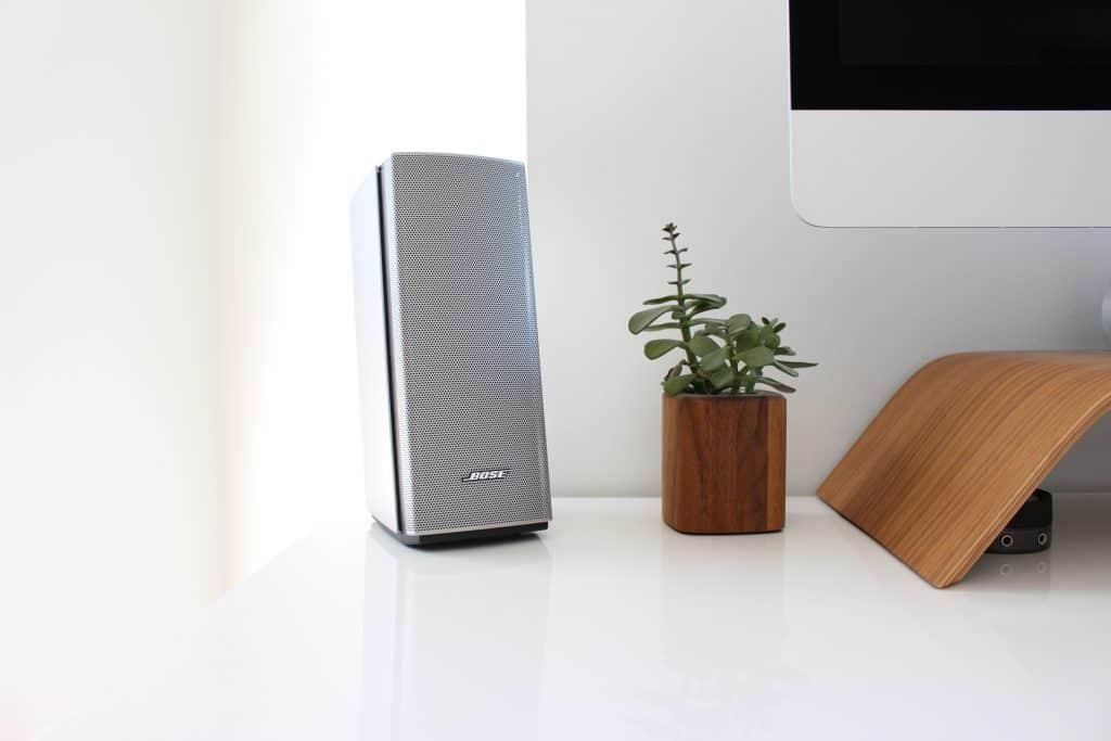 Imagem de uma caixa de som de computador.