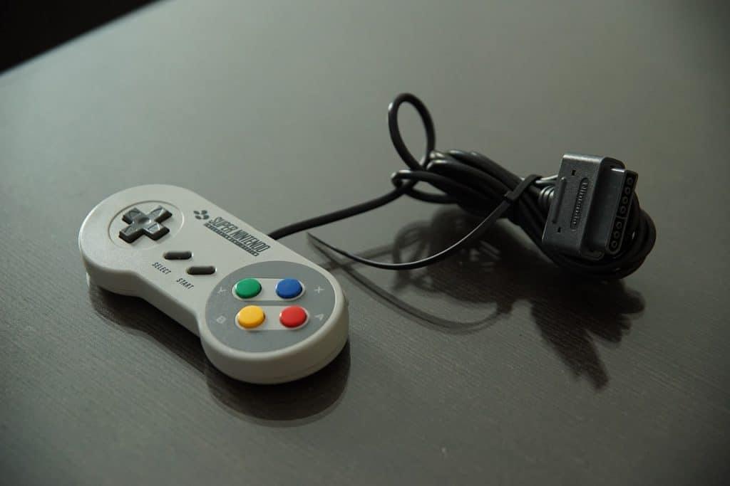 Um controle de Super Nintendo.