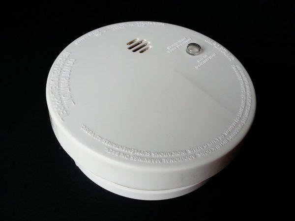 Um detector de fumaça.