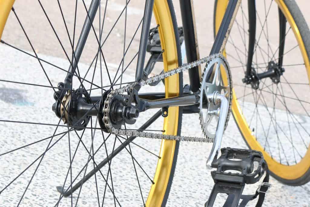 Imagem mostra um pedal de náilon de uma bicicleta.