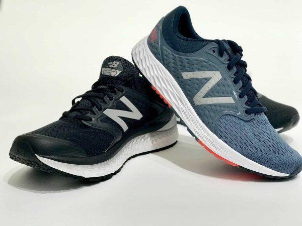 Imagem de dois modelos de tênis da New Balance.