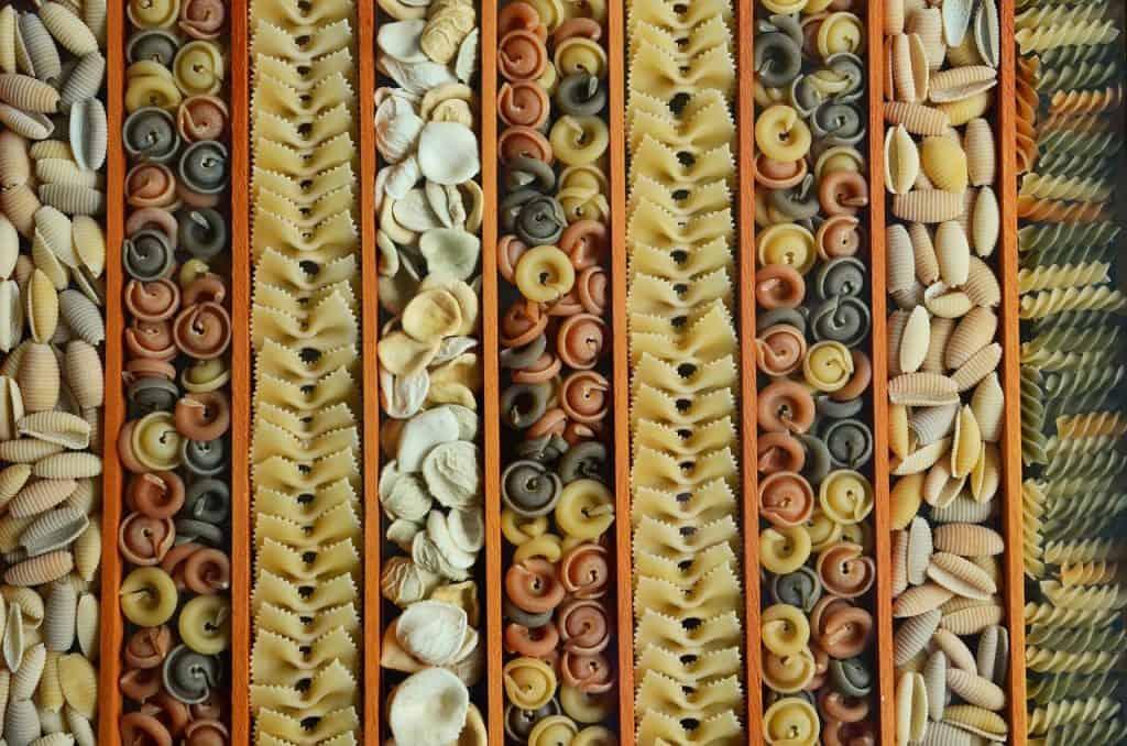 Imagem de vários tipos de macarrão.