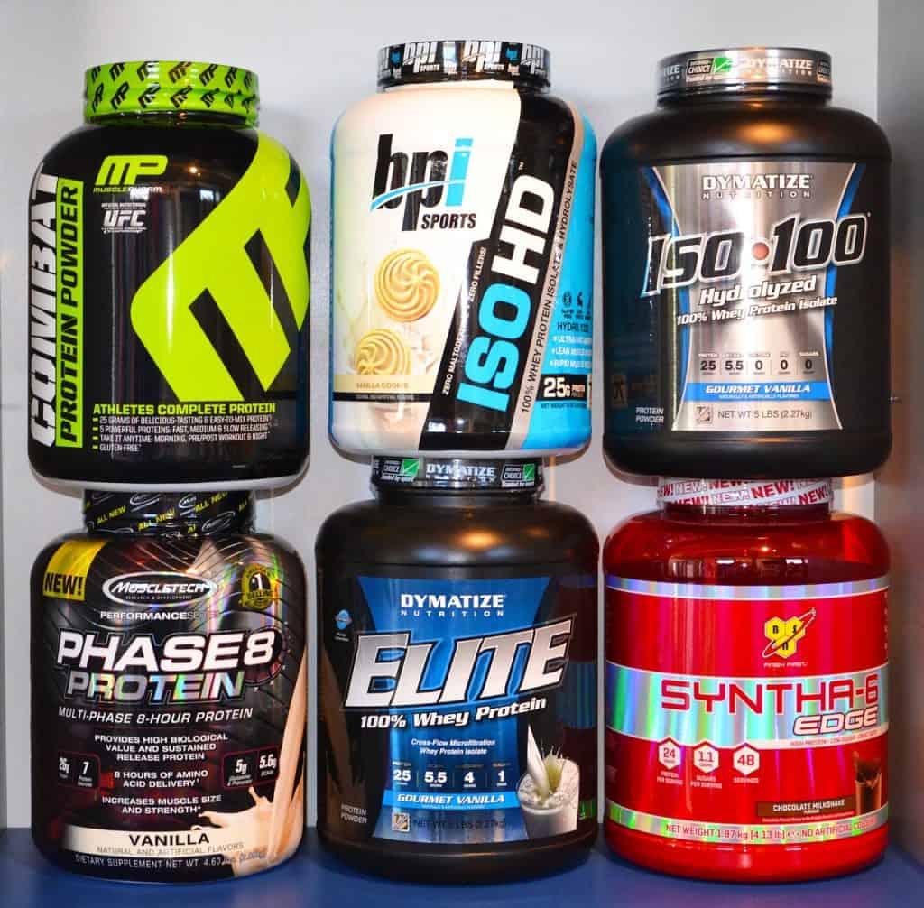 Vários potes de Whey Protein.