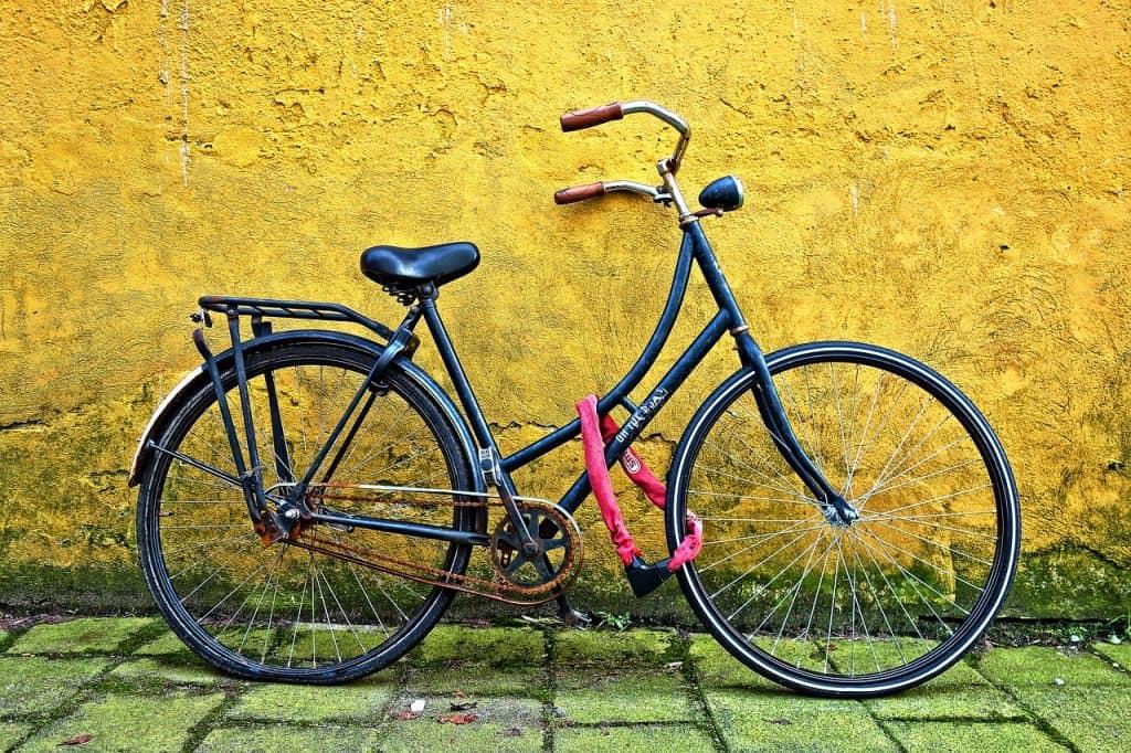 Bike presa com cadeado para bicicleta.
