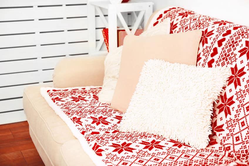 Imagem de sofá com capa de tecido.