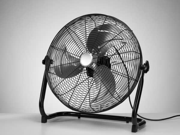 O circulador de ar é barato, econômico e leve. Fácil para utilizar em qualquer ambiente. (Fonte: Iaroslav Danylchenko / 123RF)