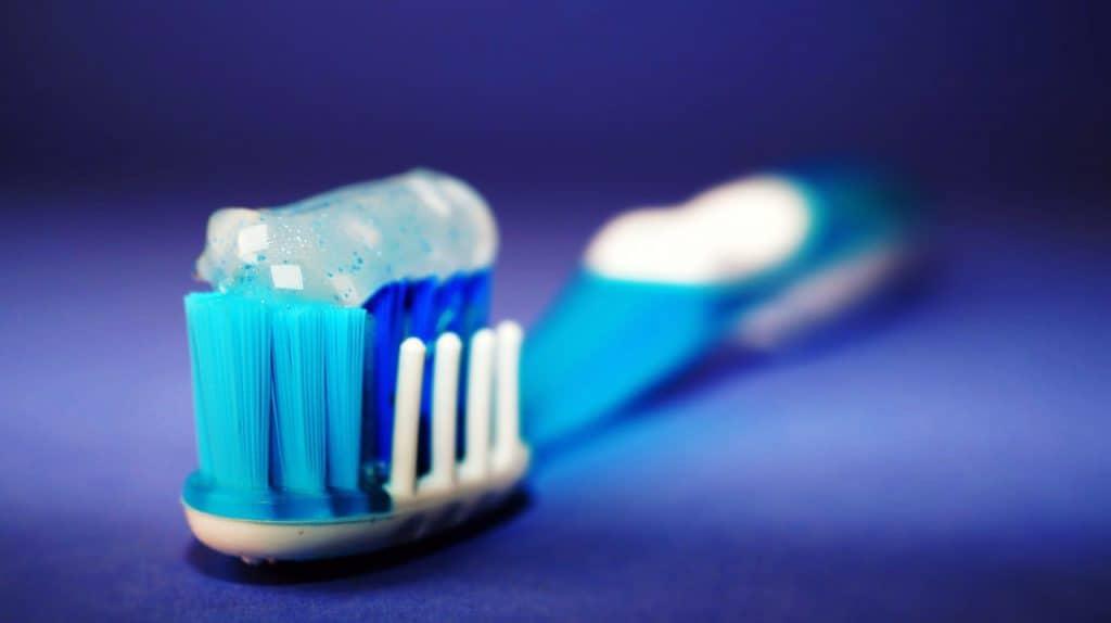 Imagem de escova de dentes com pasta de dente.