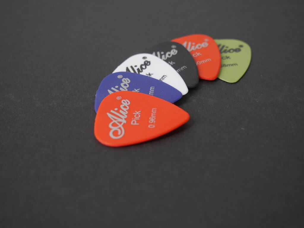 6 guitar picks of different colors.