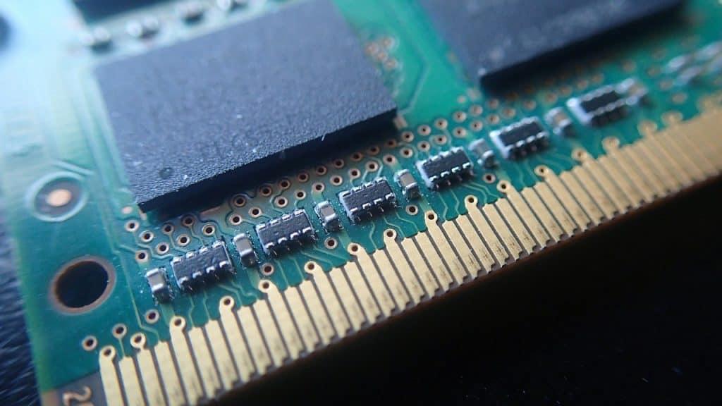 Imagem de uma placa de memória RAM.