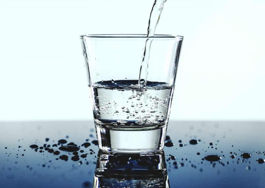 Copo de água.