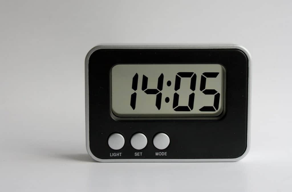 Imagem de despertador digital.
