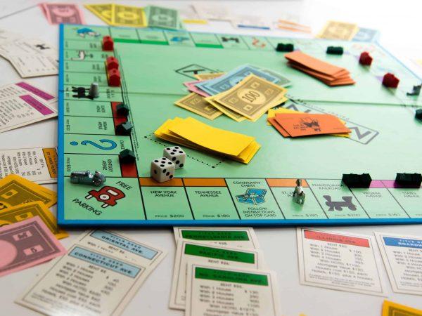 Imagem de um Banco Imobiliário.