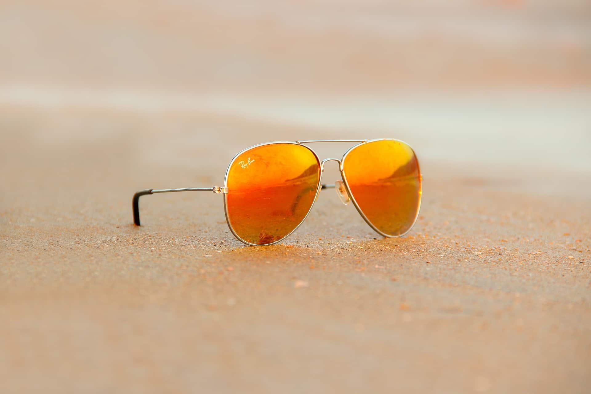 Óculos de sol Ray Ban do tipo Aviador.
