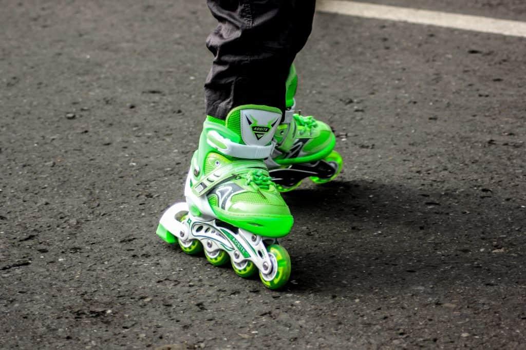imagem de uma pessoa andando de patins.