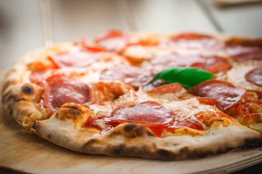 Imagem de pizza de pepperoni.
