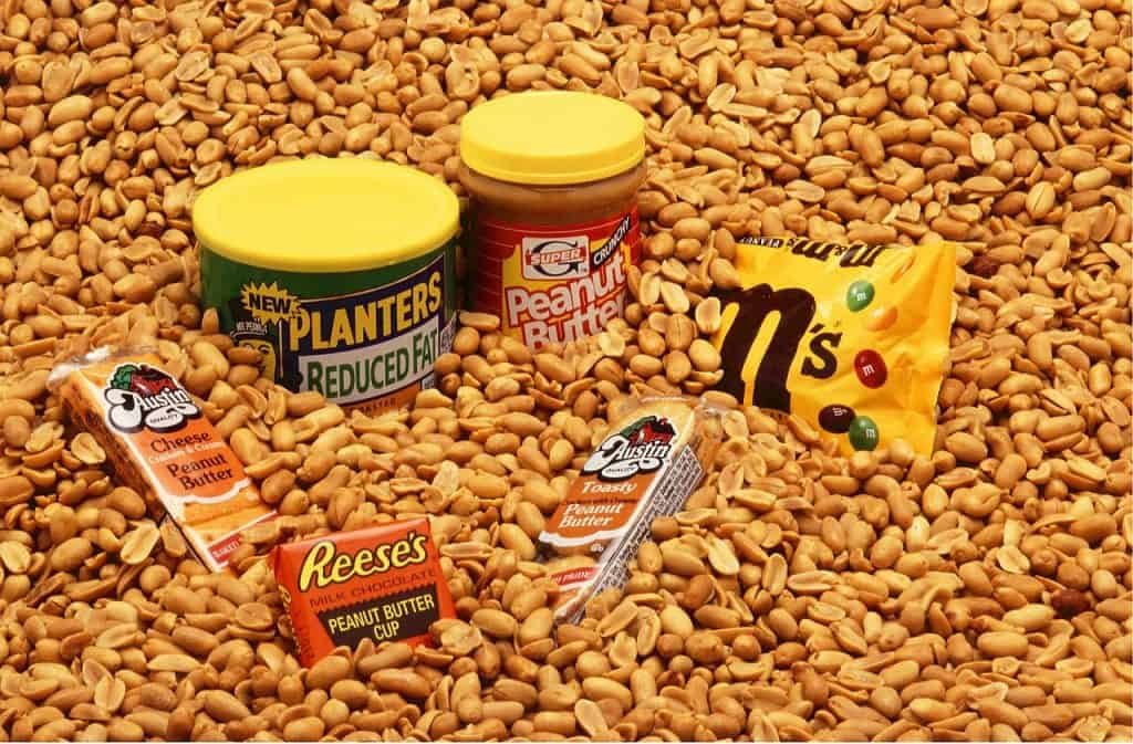 Imagem de vários produtos feitos à base de amendoim.