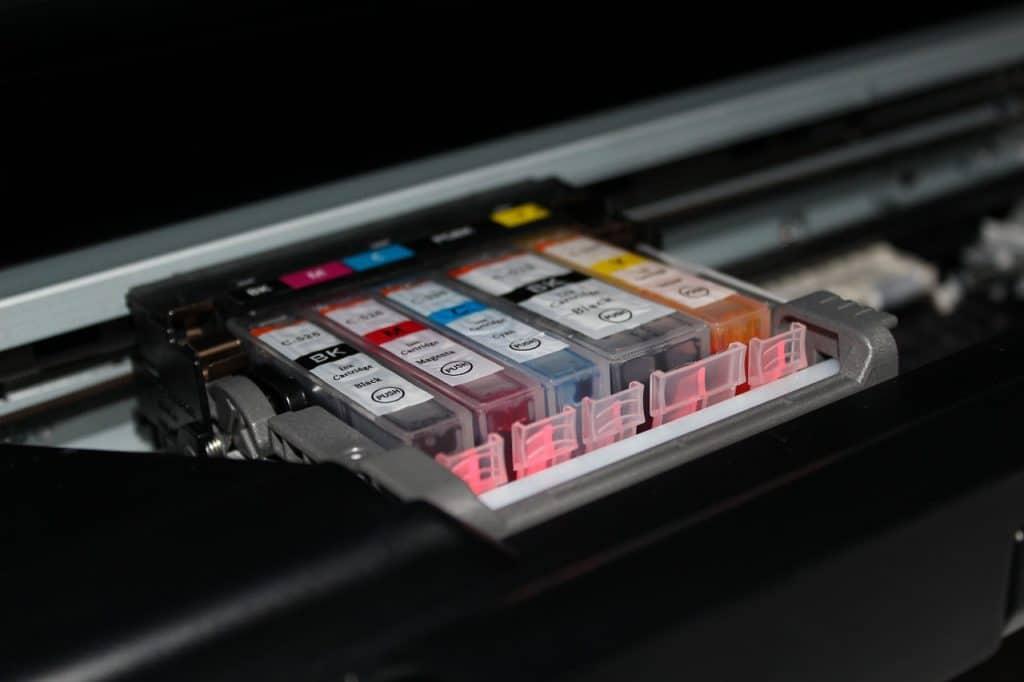 Imagem de cartuchos de impressora colorida