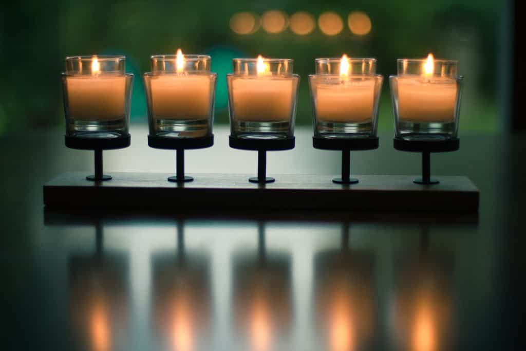 Imagem de um candelabro com design diferenciado.