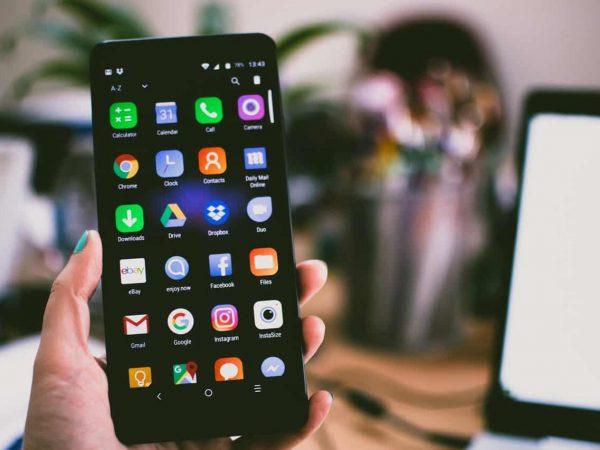 Imagem de um celular Lenovo.