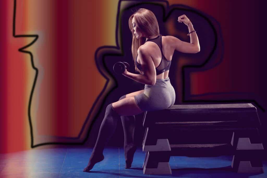 Imagem de uma mulher com o corpo bem definido.