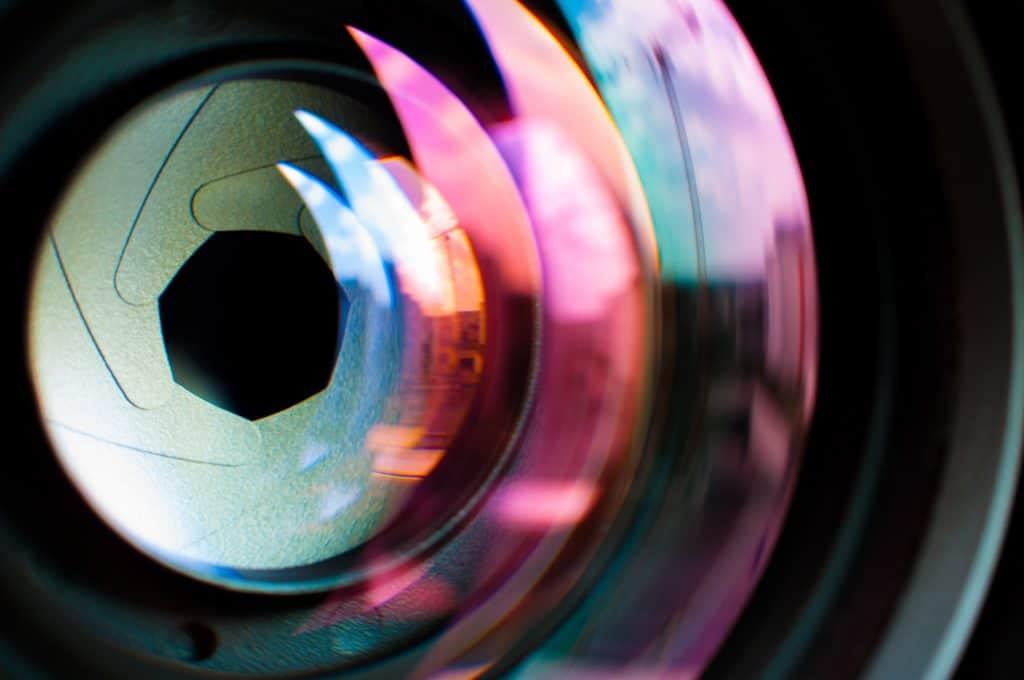 Imagem das lentes de um smartphone.