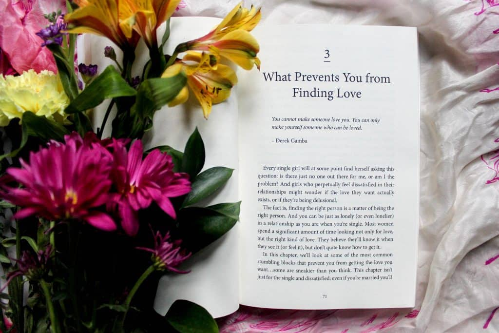 Imagem de um livro em idioma estrangeiro.