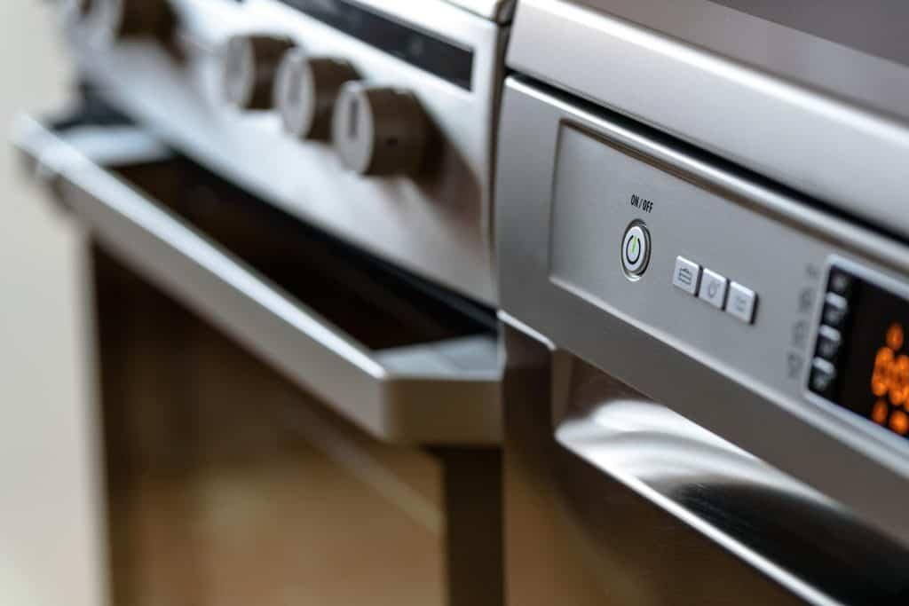 Imagem de um painel digital de fogão.