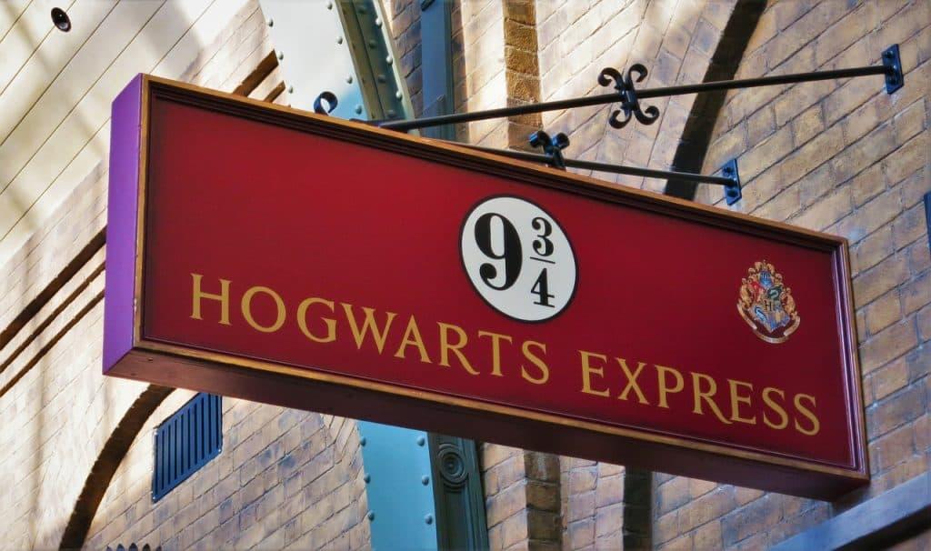 Imagem da placa do expresso de Hogwarts.