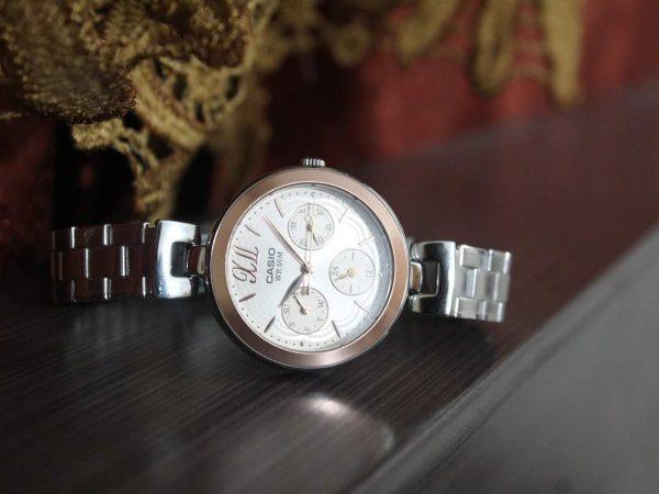Relógio Casio feminino.