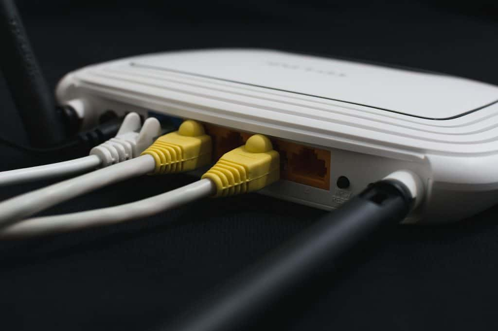 Image of router with two antennas.