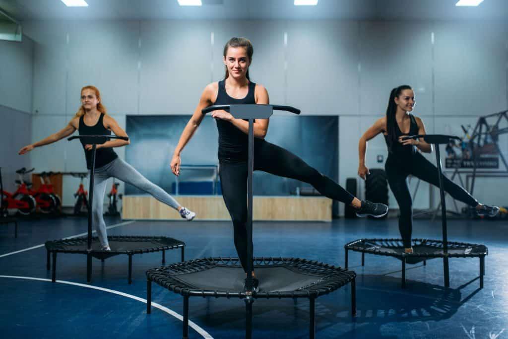 Imagem de mulheres praticando jump.